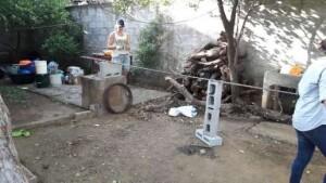 Suzan in haar sas met betonijzer vlechten :)